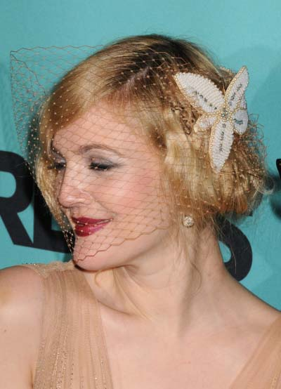 "Drew Barrymore wearing a 1920′s inspired retro hairstyle on the black ""red"""