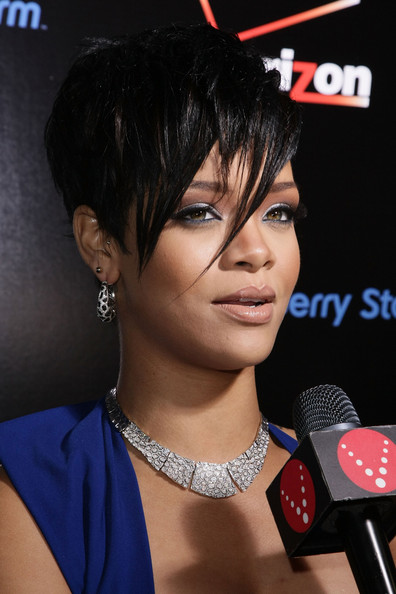 rihanna hair color. Rihanna-hairstyle
