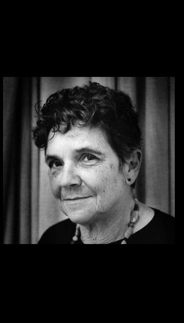 aunt jennifers tigers by adrienne rich essay Aunt jennifer's tigers by adrienne rich aunt jennifer's tigers learning guide by phd students from stanford, harvard, berkeley.