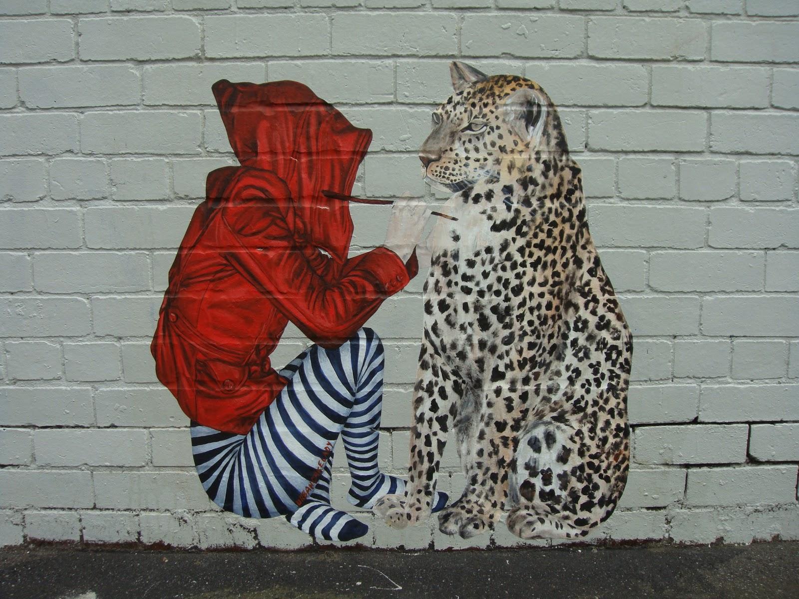 Cake Street Artist : urban cake lady. Melbourne 2010 LAND OF SUNSHINE