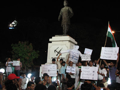 People holding anti-terrorism placards in Mumbai rally
