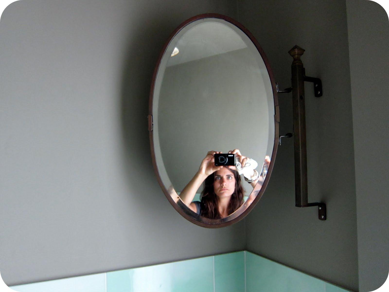 http://4.bp.blogspot.com/_MiIBjnU0ovc/TGzFMaMEYbI/AAAAAAAACJI/82GwDinbjXk/s1600/me+in+martha%27s+mirror.jpg