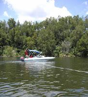 perahu menarik banana boat