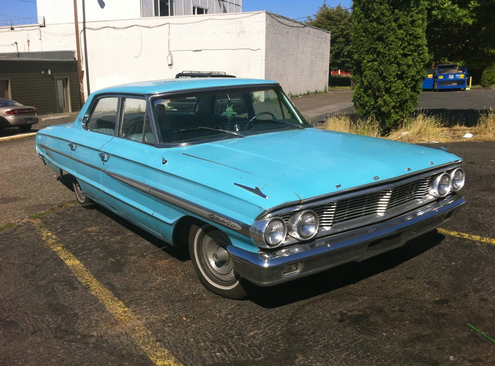 OLD PARKED CARS.: 1964 Ford Galaxie 500.