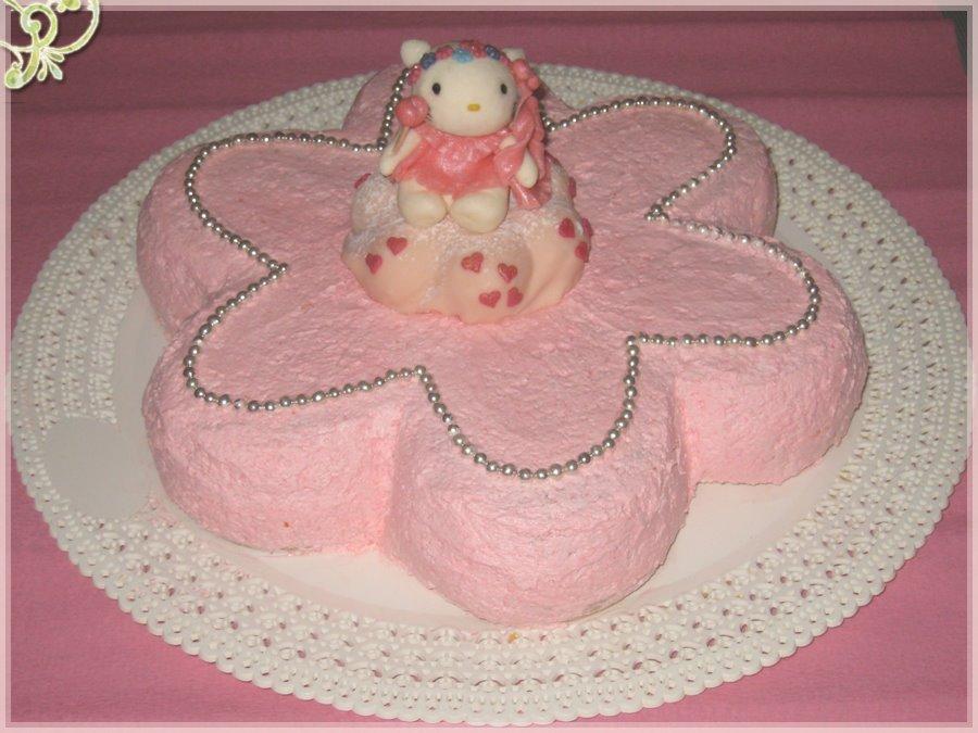 torta, ma era ricoperta di crema al burro e Hello Kitty è fatta con