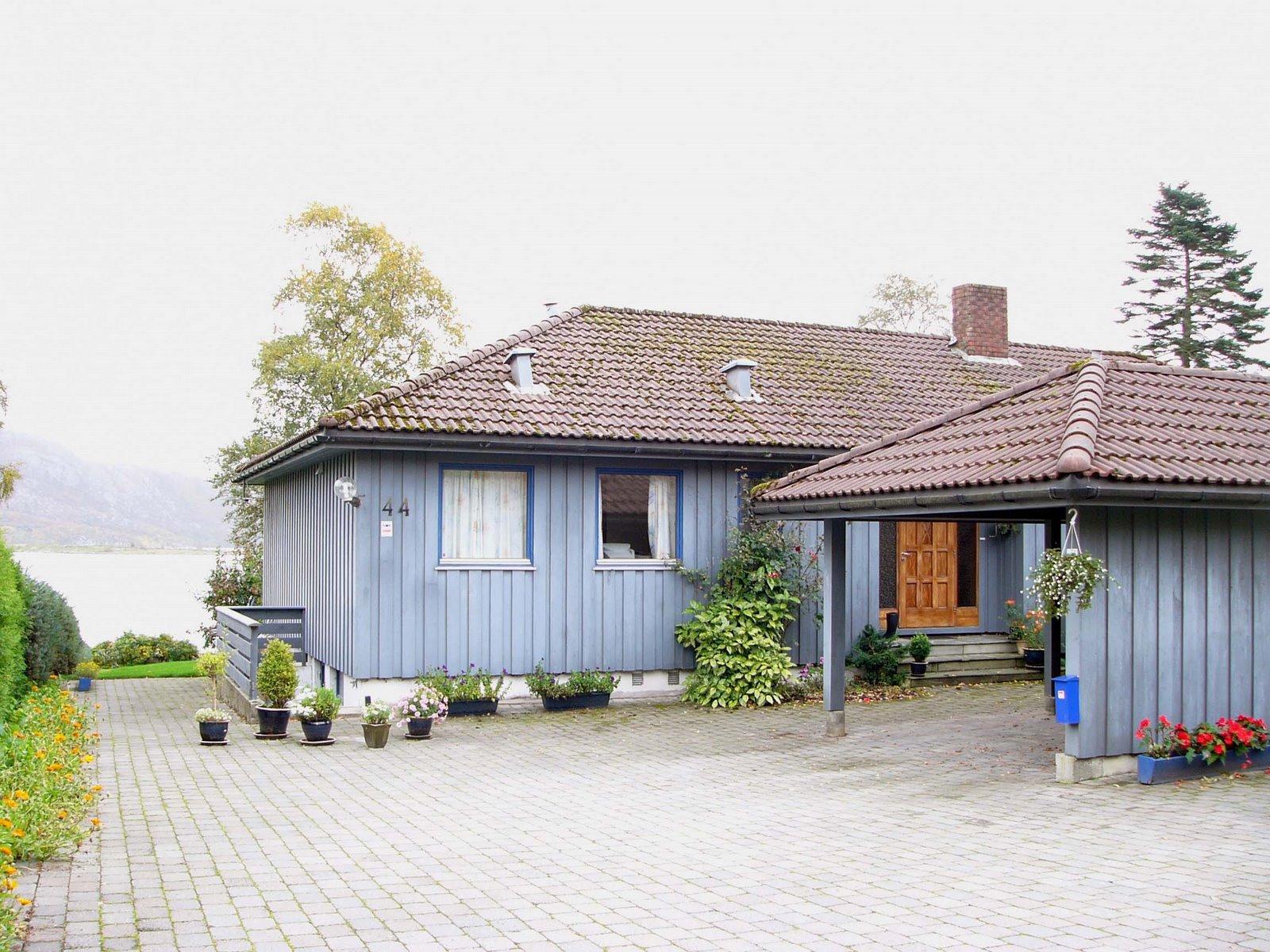 Houses: A Nice And Nor... Nice Normal Houses