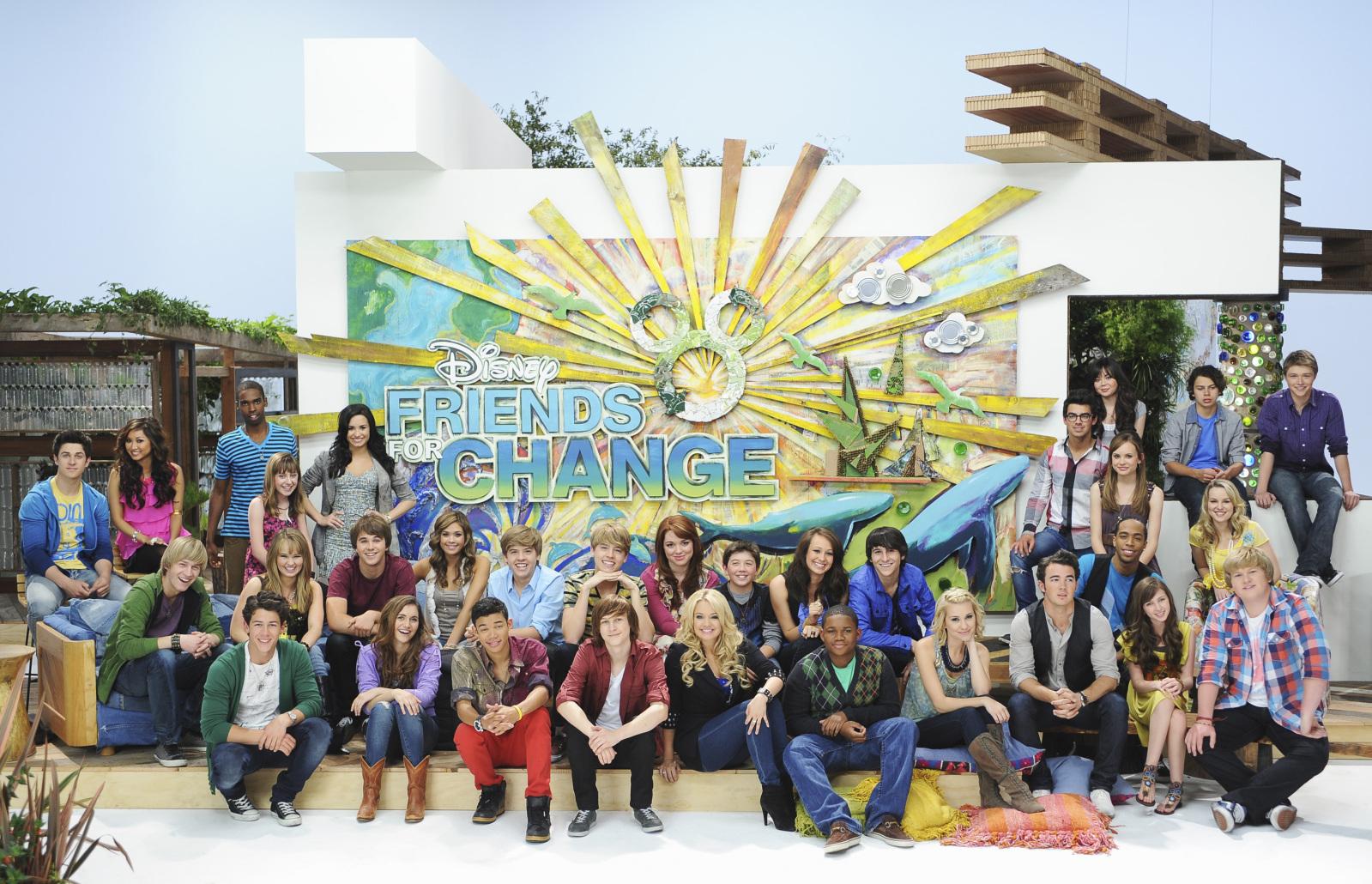 Hannah Montana Y Celena Gomez se les termino el contrato!