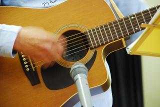 ギター演奏の写真