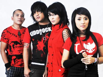 logo foto gambar vokalis band kotak