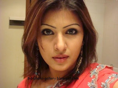 Bangladeshi Actress Tinni Looking So Sexy - Latest Photo Collection