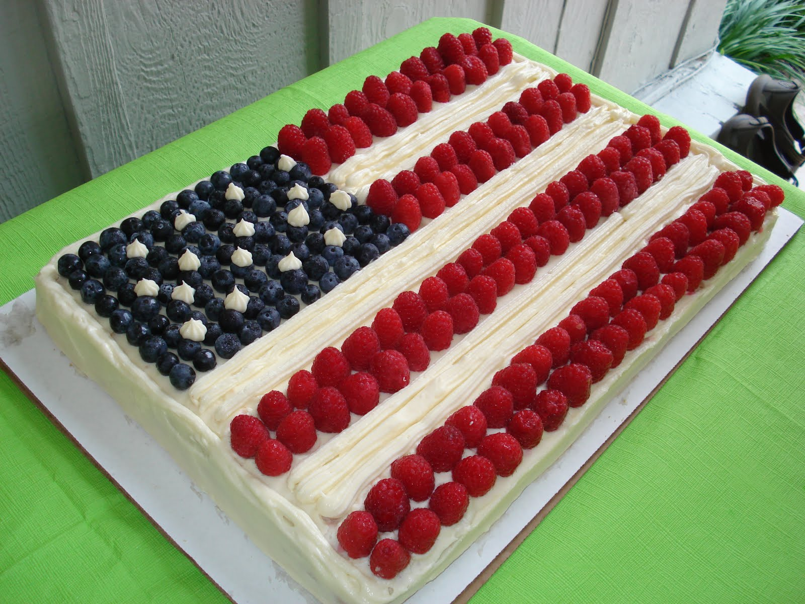 Rozlynn Bakes: Celebrating the 4th with a Flag Cake.....