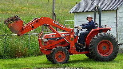 Jubilado con un tractor