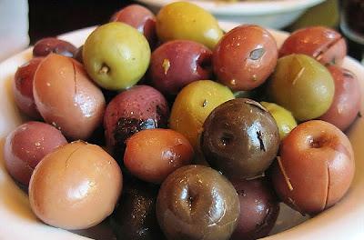 Un plato de olivas