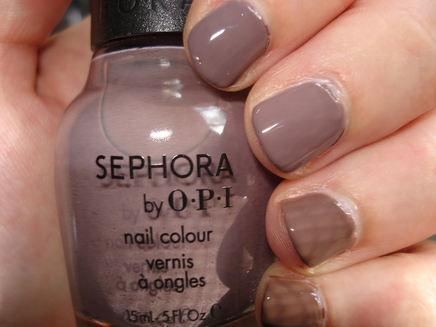 how to create a taupe color