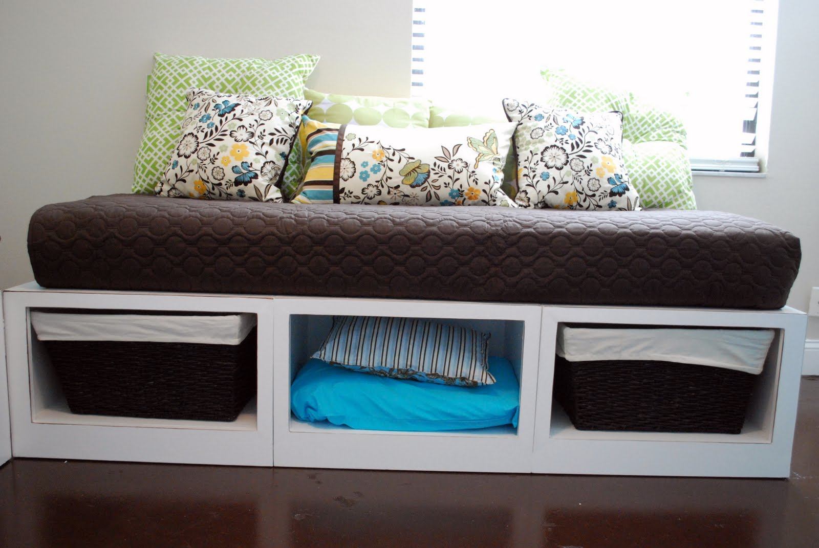 Kara 39 s korner double vision making a nother daybed for Make your own storage bed