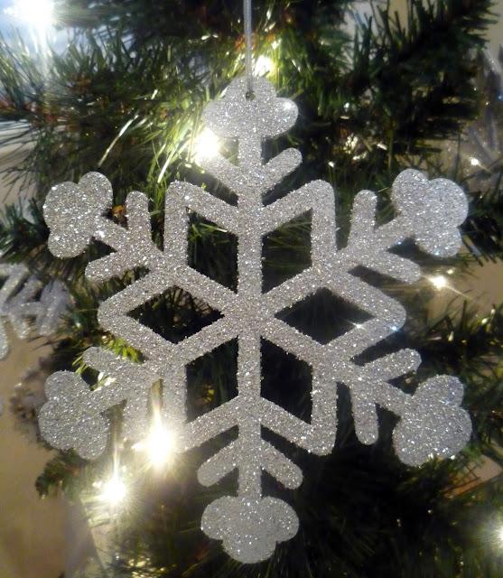 Crafty Sisters: Glitter Ornaments - 120.2KB