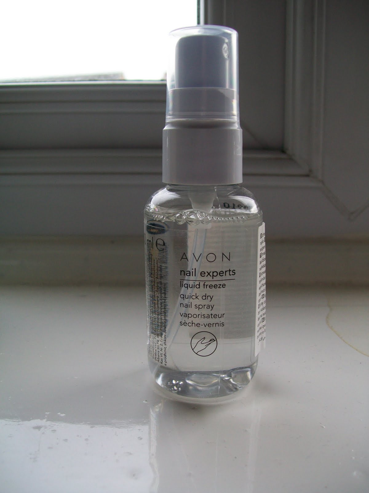 Beauty and Beyond....: Review - Avon liquid freeze quick dry nail spray