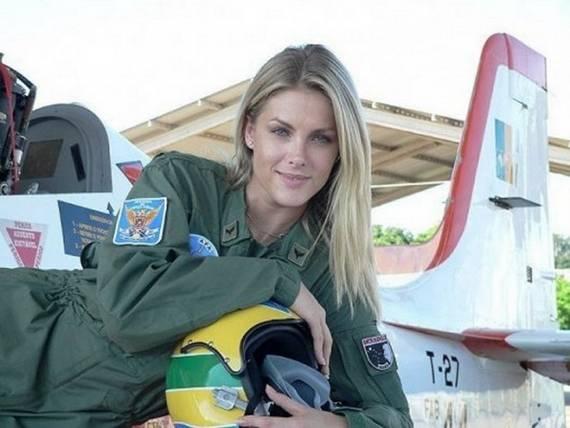 Những nữ cảnh sát dũng cảm xinh đẹp của các nước World%27s+Most+Bravest+Uniformed+Ladies+06