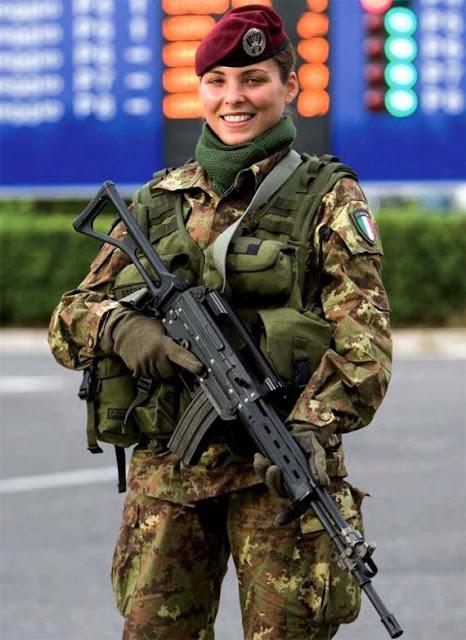 Những nữ cảnh sát dũng cảm xinh đẹp của các nước World%27s+Most+Bravest+Uniformed+Ladies+22