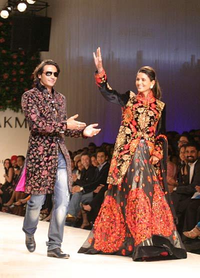 Arjun Rampal Mehr Jessia Lakme Fashion Week Mai Mumbai Rohit Bal