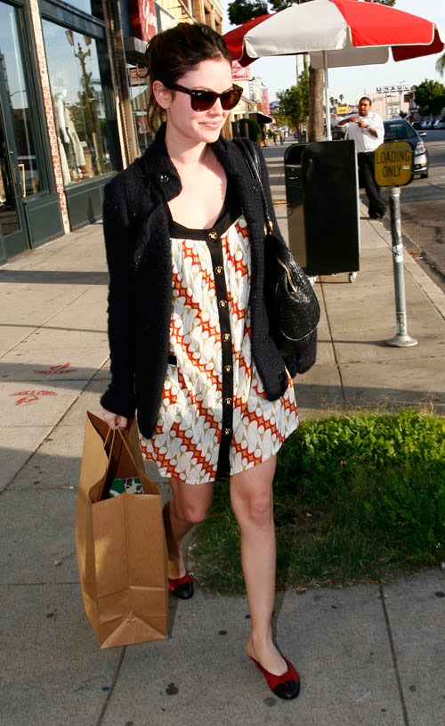 Rachel Bilson wore Batik mini dress and flats. Very chic!
