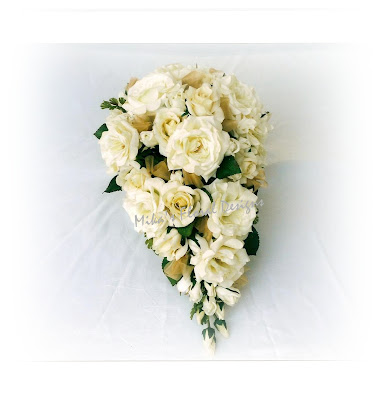 This bouquet is recommended for white cream red gold wedding colour