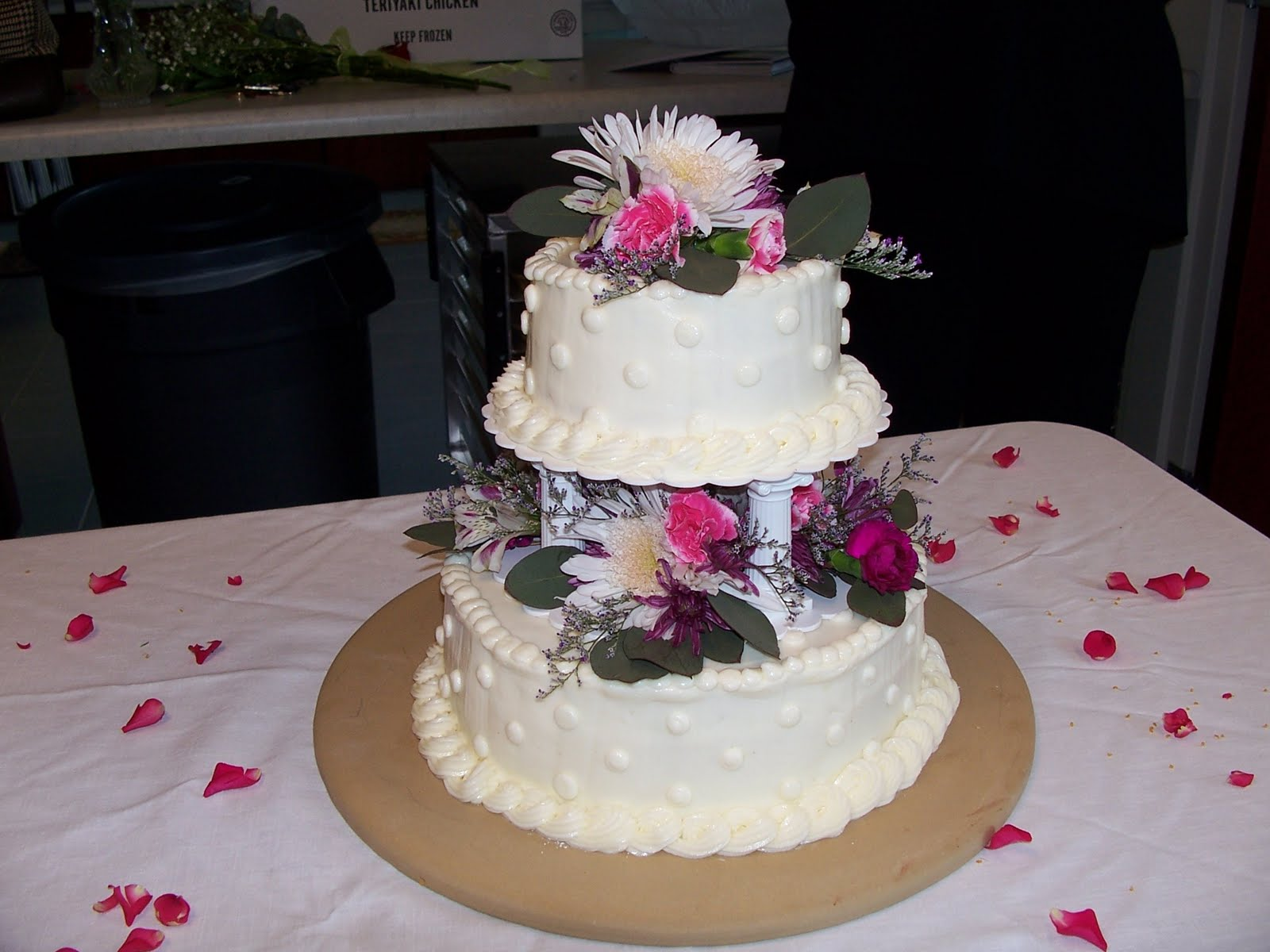 Cake Pictures Small : The Sew*er, The Caker, The CopyCat Maker: Small Wedding Cake