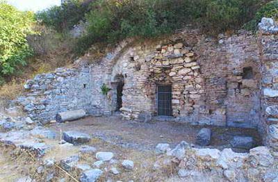 stpaul1 Το σπήλαιο του Αγίου Παύλου στην Έφεσο