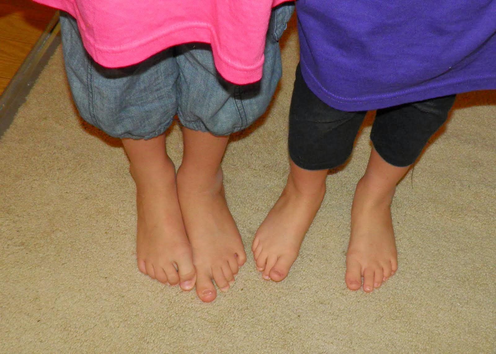 Her Stockings - Women tease by legs, heels]