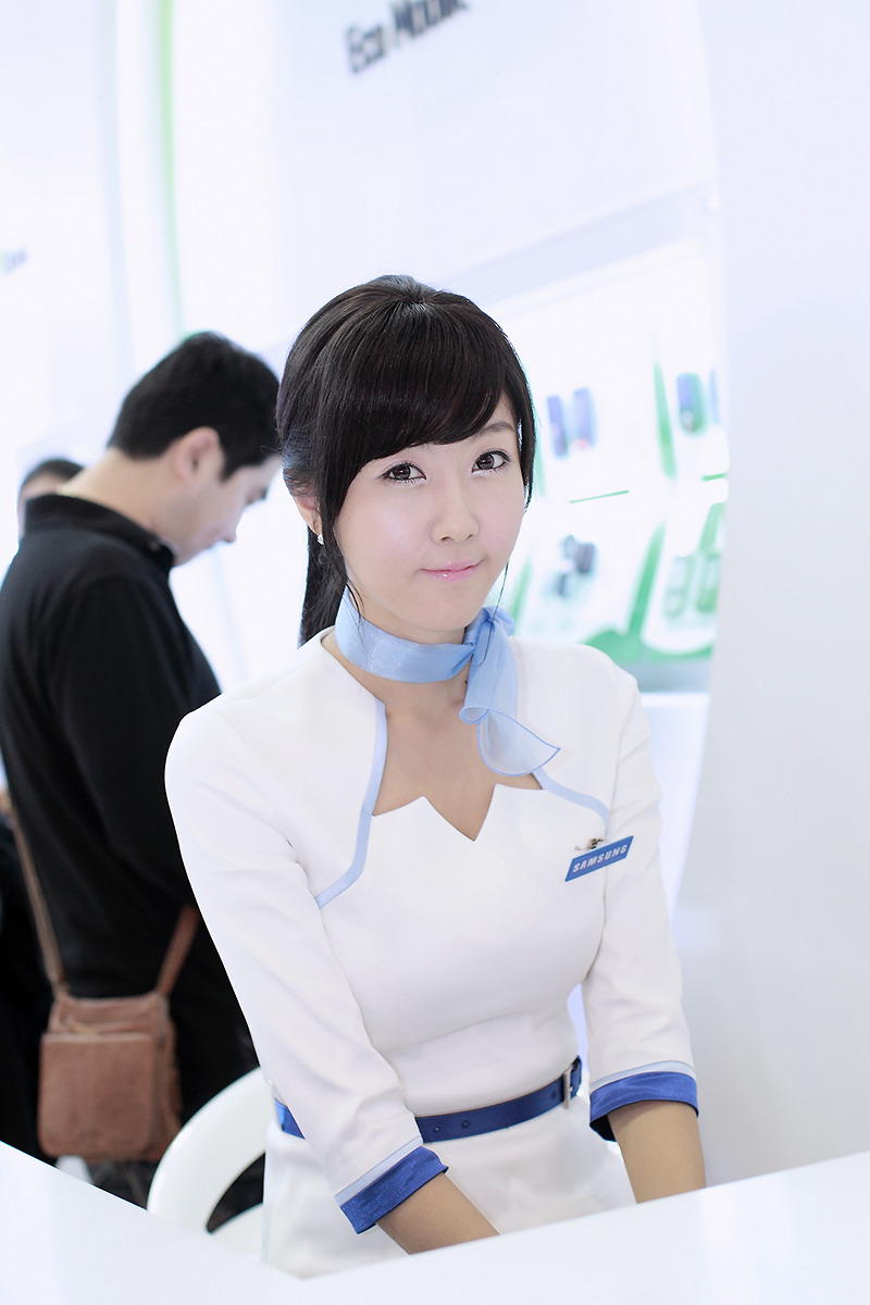 Choi Byul-I In Korea Electronics Show 2009