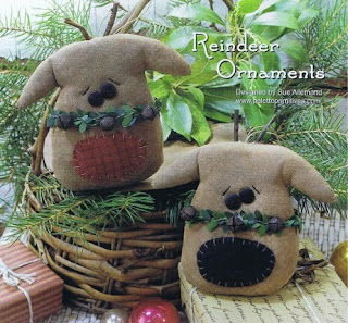 Free Primitive Stitching Patterns by Traude