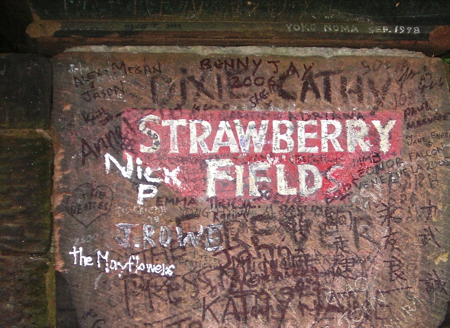 http://4.bp.blogspot.com/_N7FiXwKHEhs/TGWWSpkyloI/AAAAAAAAEgs/MN9ogr6jAXU/s1600/Strawberry_fields_liverpool.jpg