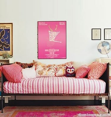 pink wallpaper room. Pretty in Pink!
