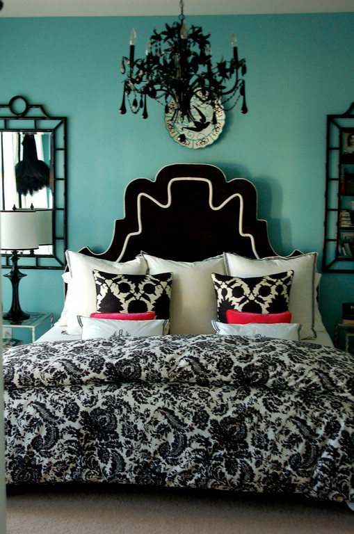 Turquoise black and white bedroom ideas home decorating for Aqua bedroom ideas