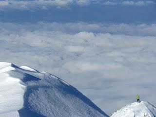 Muchia Zanoaga deasupra norilor