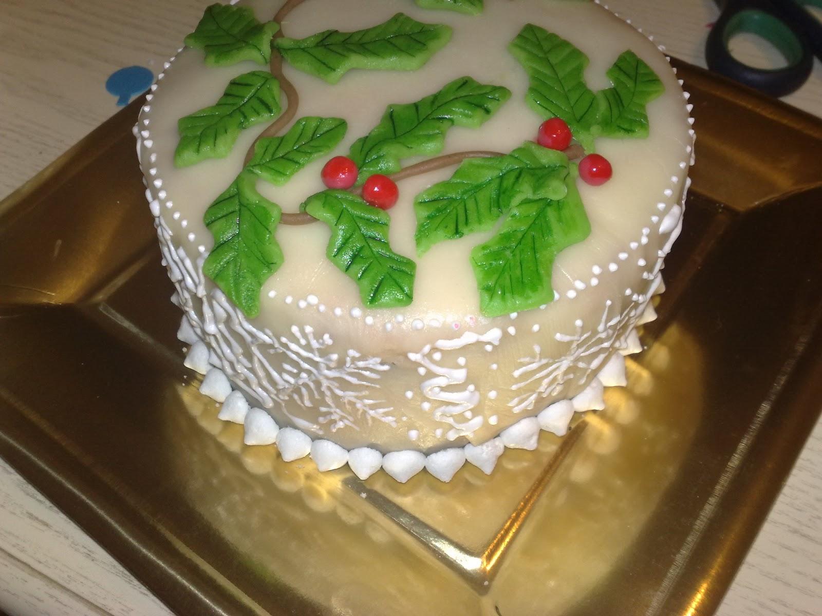 La rosa bulgara torta decorata per natale con marzapane e - Decorazioni natalizie per torte ...