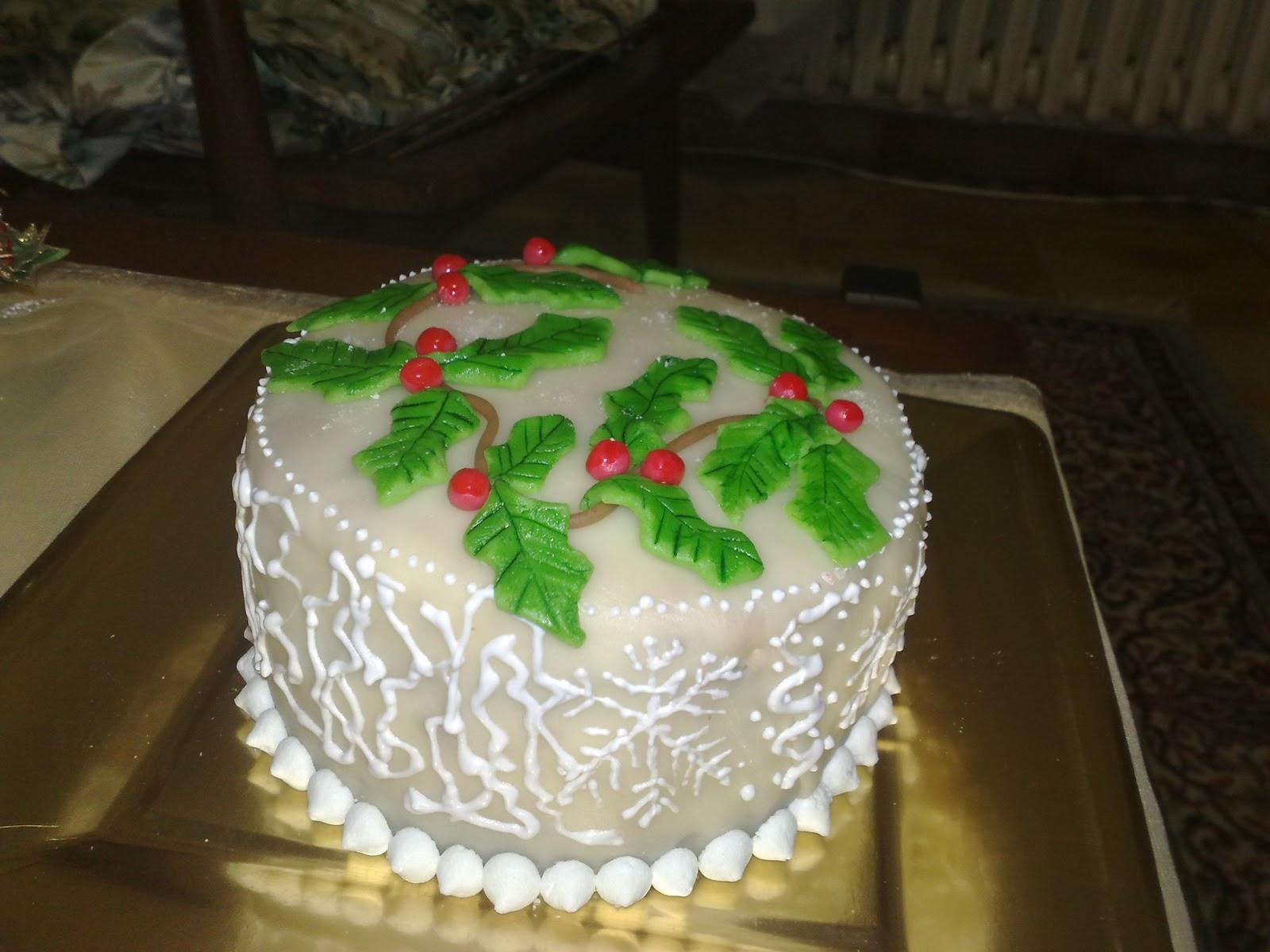 La rosa bulgara torta decorata per natale con marzapane e - Decorazioni torte natale ...