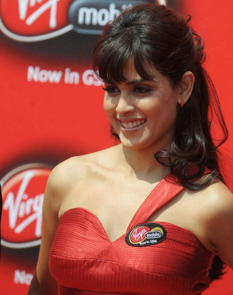 Genelia d'souza new brand ambassador for Virgin mobile.