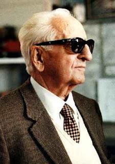 Enzo Ferrari - Pendiri Mobil Sport Ferrari - RONGGOBLEDHEXS