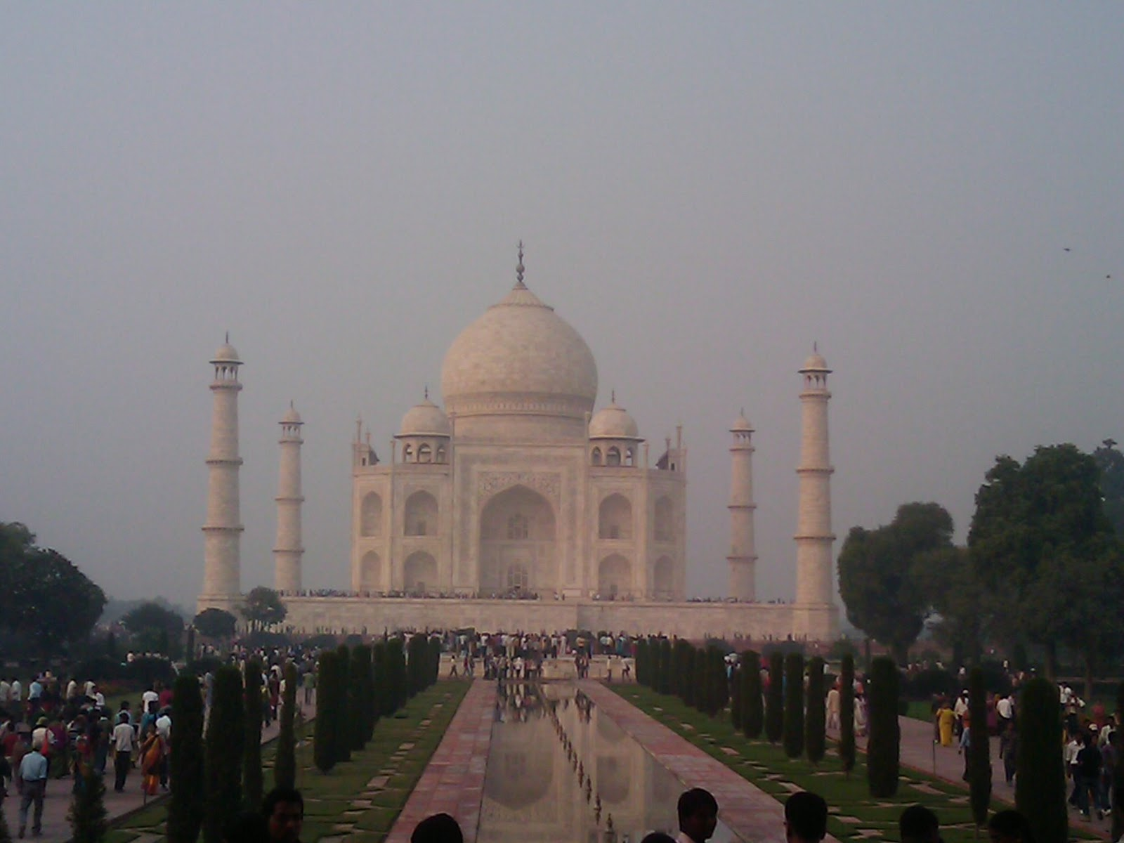 essay on taj mahal history