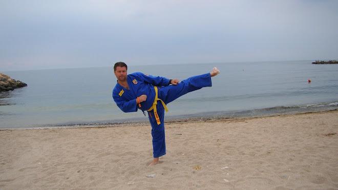 Huan Luyen Vien Cristian Georgescu - HO VANG DAO PLOIESTI,CLUB FONDAT IN 01.07.2002
