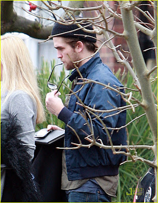Robert Pattinson Sisters on Kristen Rob And Co   Robert Pattinson  Unterwegs Mit Seiner Schwester
