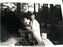 Presbytera Anna avec trois de ses enfants