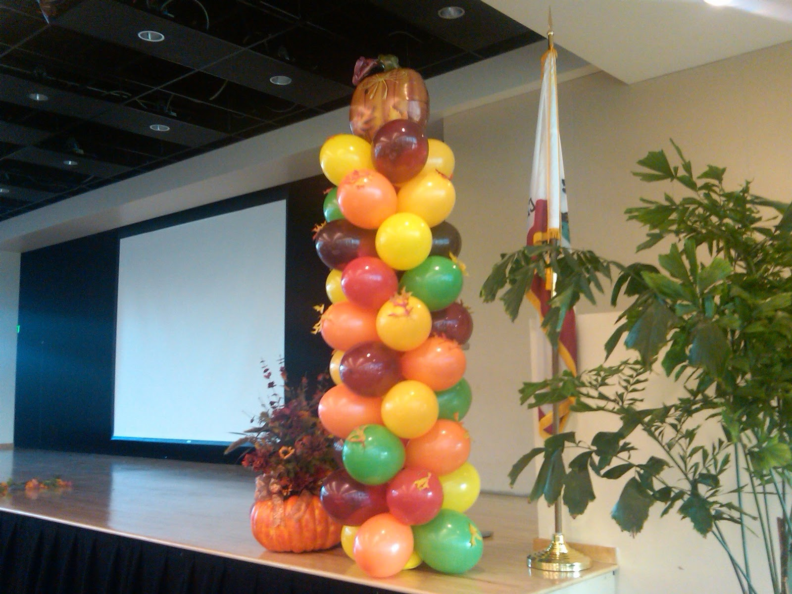 Decorating Ideas > Helium Balloon Decor Submited Images  Pic2Fly ~ 061918_Thanksgiving Balloon Decorations