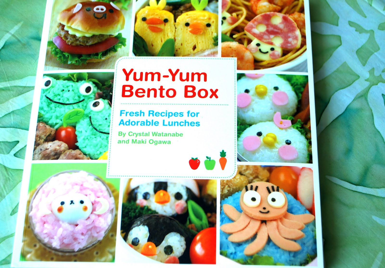 happy little bento hot dog mouse bento and yum yum bento box book review. Black Bedroom Furniture Sets. Home Design Ideas