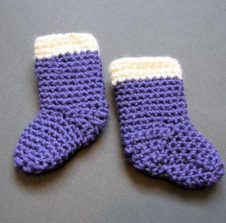 Julie-K: Knitted Mini Santa Hat Pattern