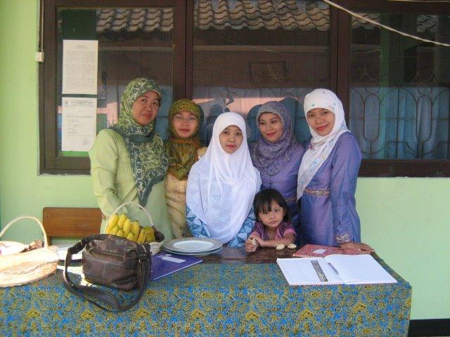 Guru dan Staf SMP Islam Raudlatul Jannah
