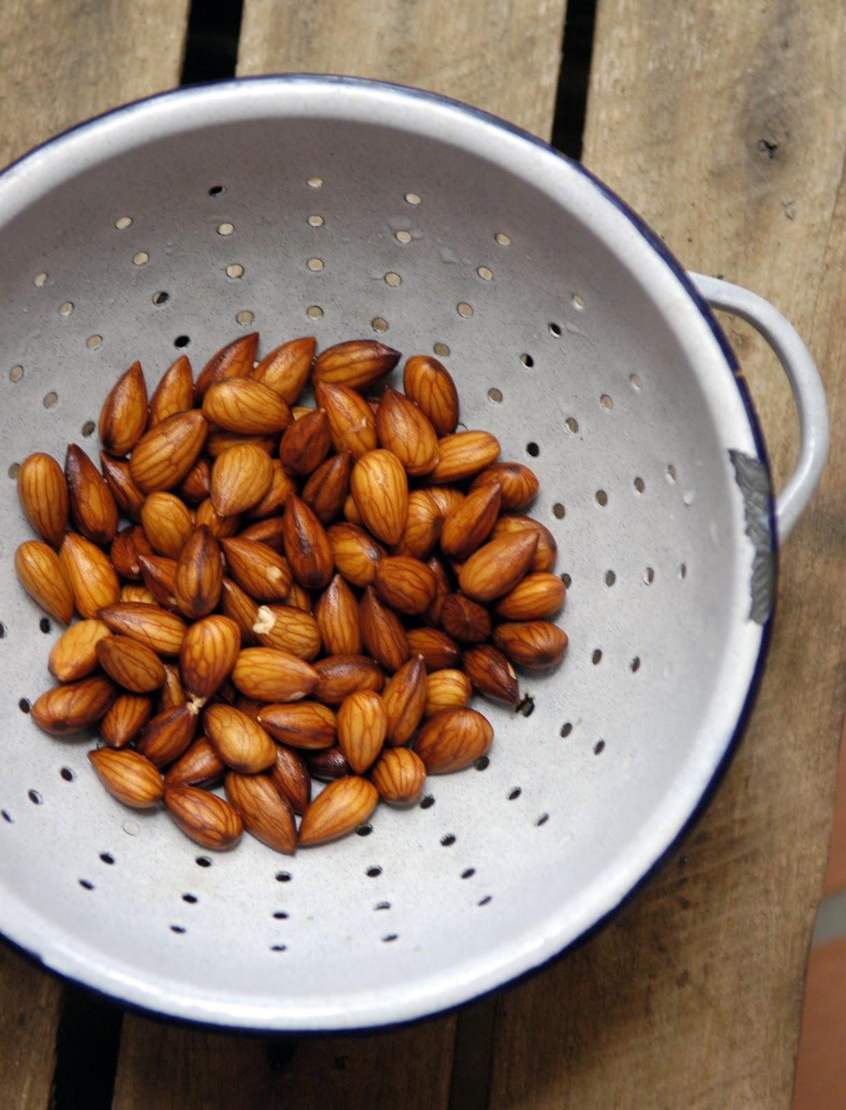 How to dry nuts