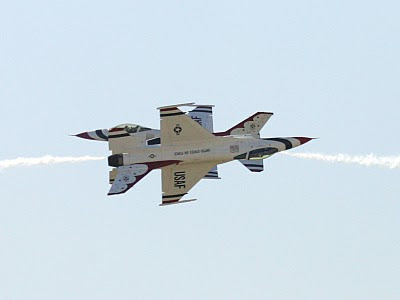 United States Air Force Thunderbirds - Head-to-head Crossing - USAF News Release