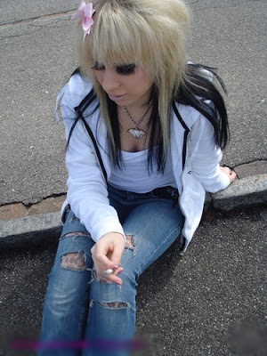 Emo Hair Styles With Image Emo Girls Hairstyle With Long Blond Emo Haircut Picture 6
